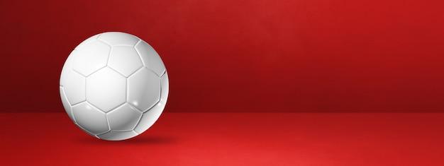 Weißer fußball lokalisiert auf einem roten studiobanner. 3d-illustration