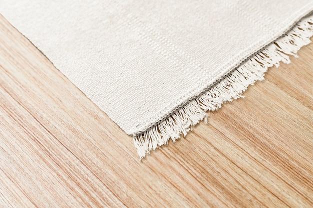 Weißer gewebter teppichhintergrund auf dem boden