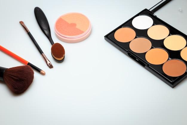 Weißer hintergrund der kosmetischen produkte