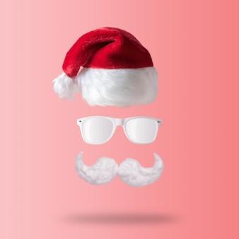 Weißer hipster schnurrbart, sonnenbrille und hut des weihnachtsmannes