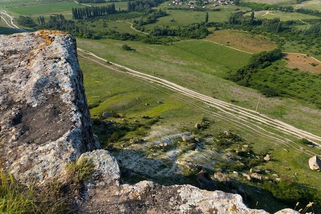 Weißer kalksteinfelsen, wilde bergnatur, nationales wahrzeichen. foto in hoher qualität