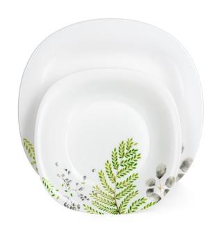 Weißer keramikgeschirrsatz lokalisiert auf weißem hintergrund