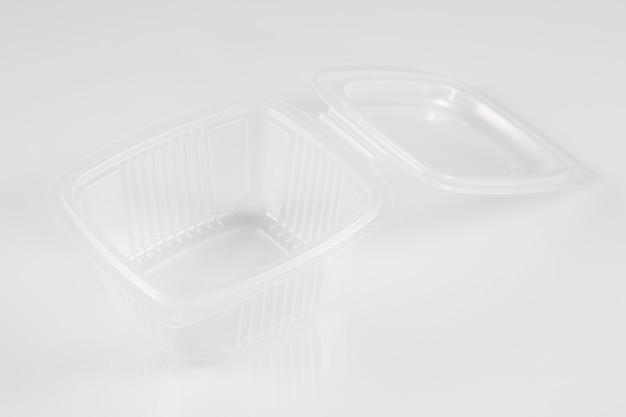 Weißer leerer leerer styropor-plastiklebensmittelbehälter-behälter-kasten mit offenem deckel