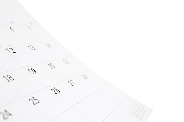 Weißer papierschreibtischkalender lokalisiert auf weißem hintergrund