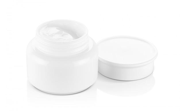 Weißer plastik geöffneter cremetopf isoliert