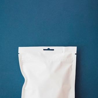 Weißer plastikteebeutel