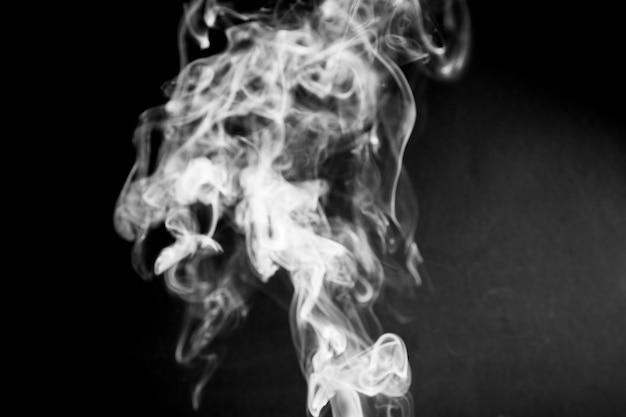 Weißer rauch der nahaufnahme