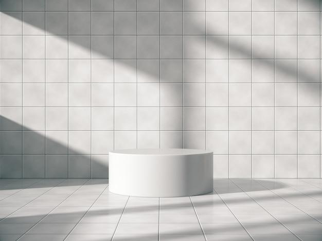 Weißer sockel für die produktausstellung in einem fliesenraum mit natürlichen seitenlichtern