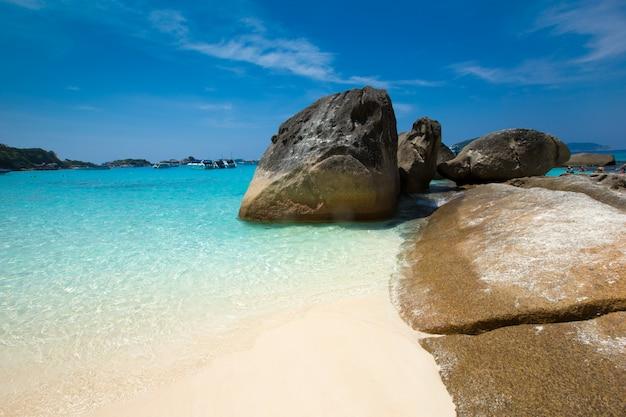 Weißer strand der tropischen similaninsel - thailand