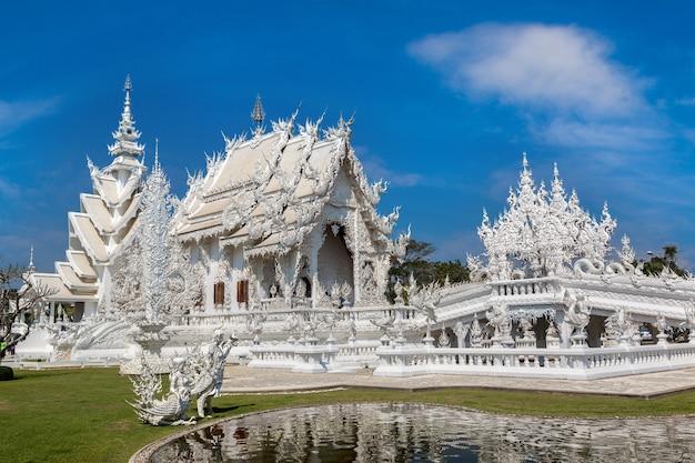 Weißer tempel in chiang rai, thailand