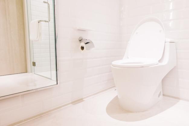 Weißer toilettensitz