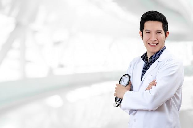 Weißer unschärfehintergrund doktors