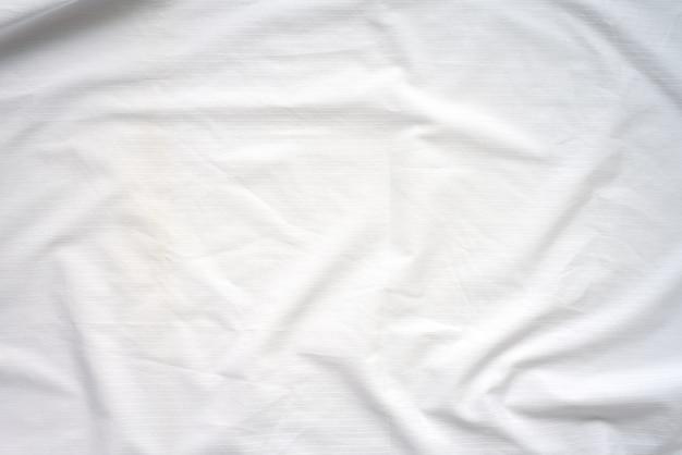 Weißer zerknitterter bettdecke-weicher gewebe-strukturierter hintergrund