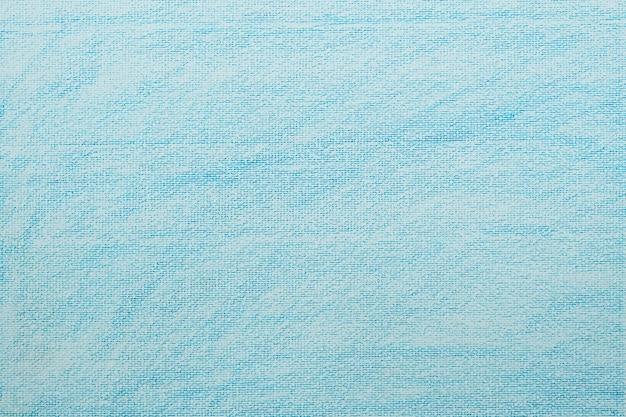 Weißes aquarellpapier mit blauem wachsmalstift, der texturhintergrund färbt