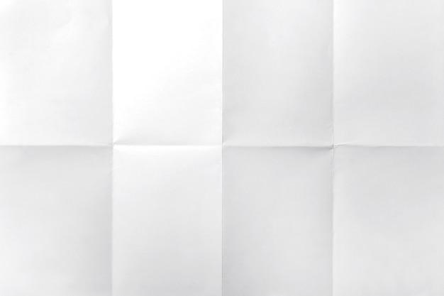 Weißes blatt papier auf weißem hintergrund