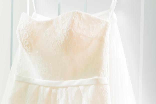 Weißes brautkleidendetail