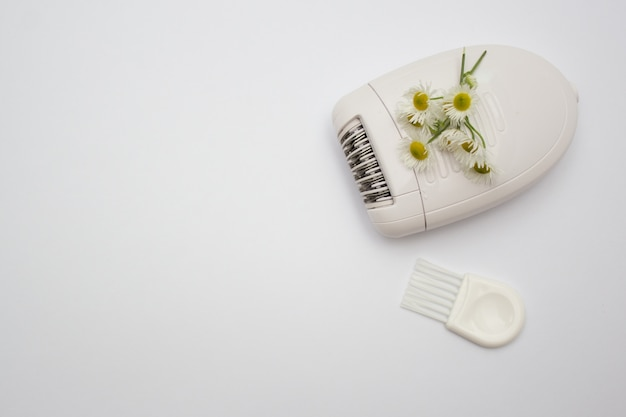 Weißes elektrisches epiliergerät zum entfernen unerwünschter haare