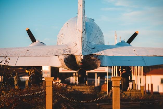 Weißes flugzeug