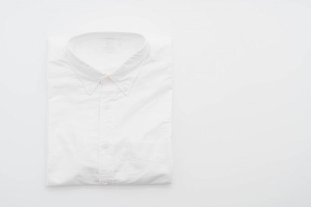 Weißes hemd auf weiß