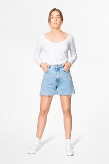 Weißes langarm-t-shirt damen basic wear ganzkörper