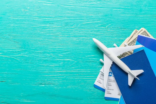 Weißes leeres modell des passagierflugzeugs