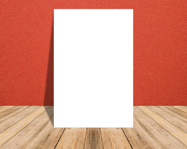 Weißes leeres plakat in der roten stoffwand und im tropischen bretterbodenraum