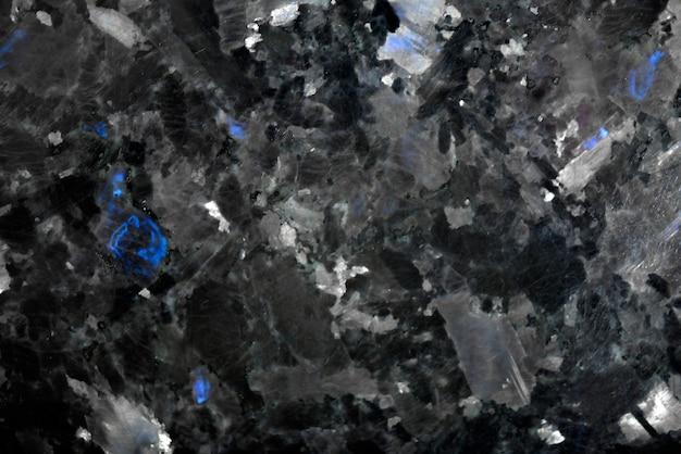 Weißes muster natürlich detailliert von schwarzer marmorstruktur und hintergrund für produkt- und innenarchitektur. schwarzer granit mit blauen kristallen