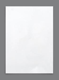 Weißes papierblatt isoliert auf grau.