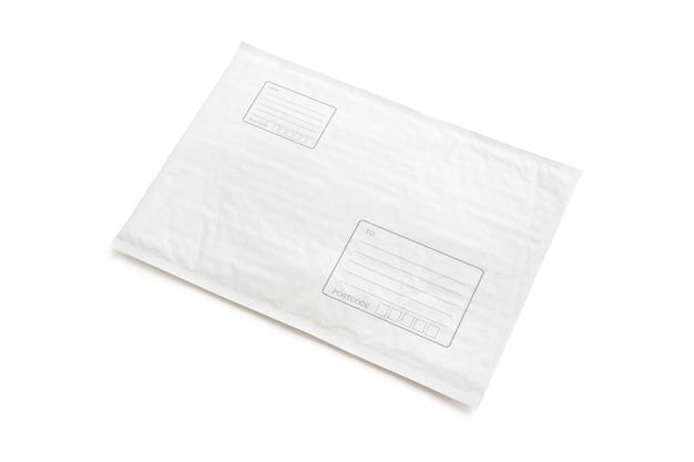 Weißes postpaket mit bereich für schreibadresse.