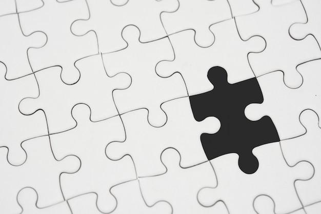 Weißes puzzle ohne stück
