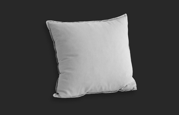 Weißes quadratisches kissen über schwarzer oberfläche