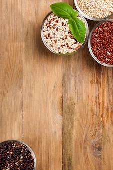 Weißes, rotes, schwarzes und gemischtes rohes quinoakorn