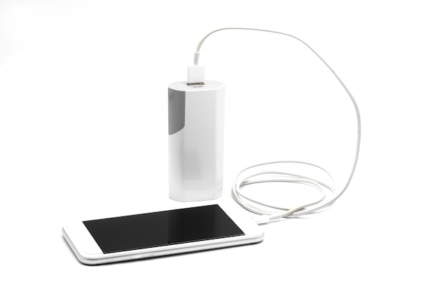 Weißes smartphone-ladegerät mit powerbank (akkubank)