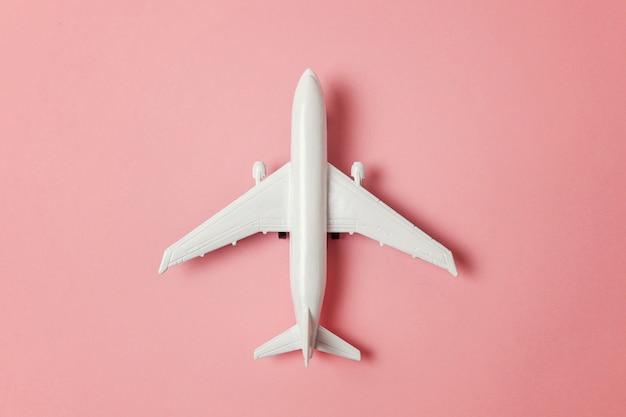 Weißes spielzeugflugzeug