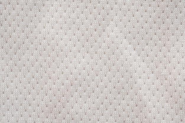 Weißes stoff-sportbekleidungsfußballtrikot mit luftmaschenbeschaffenheitshintergrund