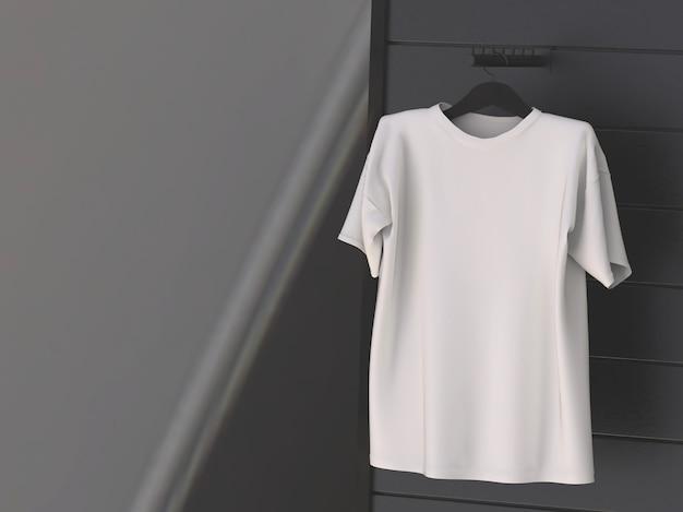Weißes t-shirt, das an der schwarzen wand hängt