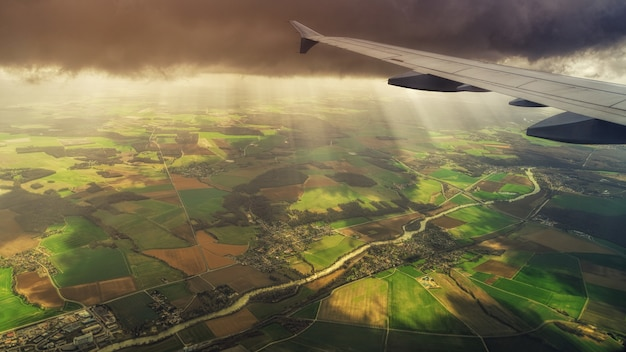 Weißes verkehrsflugzeug Kostenlose Fotos