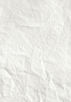 Weißes zerknittertes papierblatt, hintergrund für design
