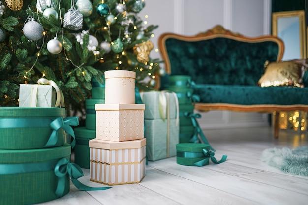 Weißliche weihnachtsdekorationen