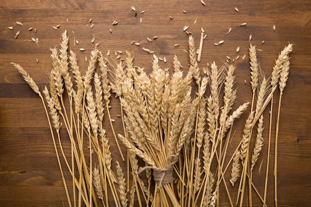 Weizen-ährchen-brot-ernte-konzept