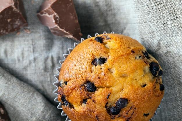 Weizen cupcake mit schokoladenfüllung