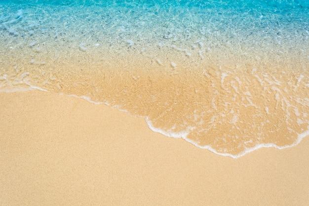 Welle des meeres auf dem sand