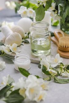 Wellness-spa-massageeinstellung zen und entspannungskonzept zusammensetzung der spa-behandlung