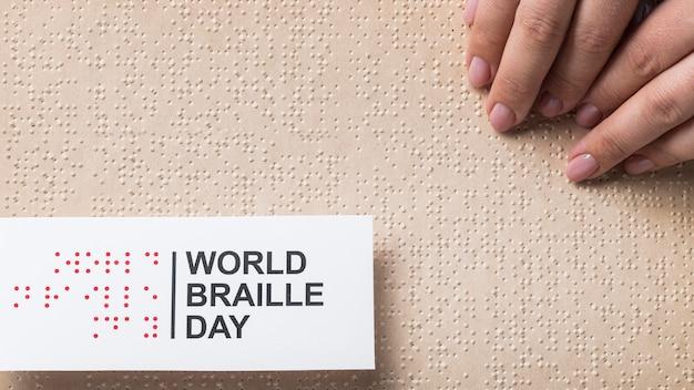 Welt braille tag anordnung über ansicht