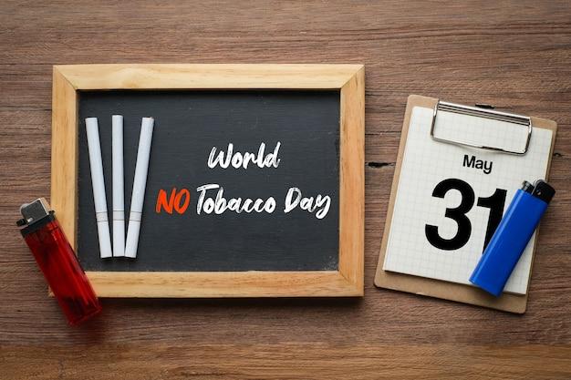Welt kein tabaktag schriftzug über tafelhintergrund. rauchstopp-konzept