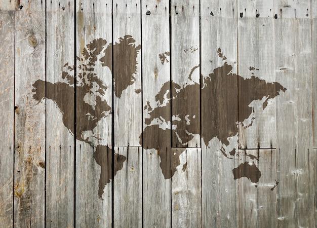 Weltkarte auf einer holzwand