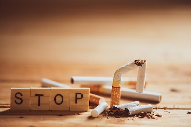 Weltnichtrauchertag, 31. mai. nahaufnahme gebrochene zigarette.