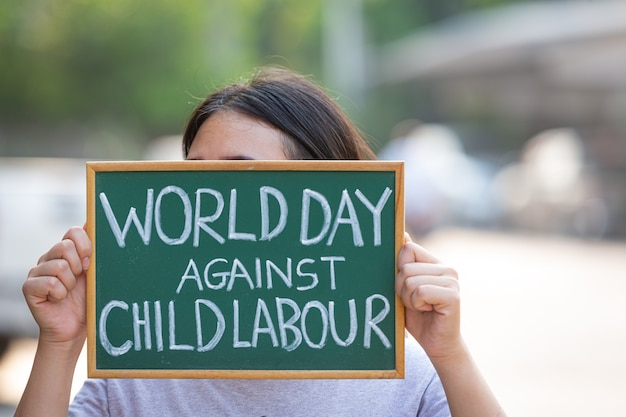 Welttag gegen kinderarbeit konzept Premium Fotos