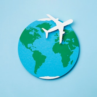 Welttourismus-tageskonzept mit flugzeug