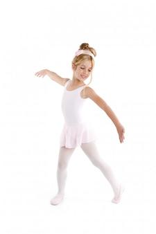 Wenig ballettkindertänzertanzen der ballerina auf weiß